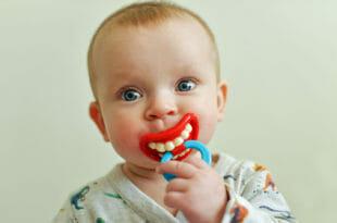 Ciuccio per bambini divertente